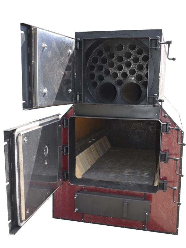 Твердотопливный котел PlusTerm Hardy с открытыми дверями